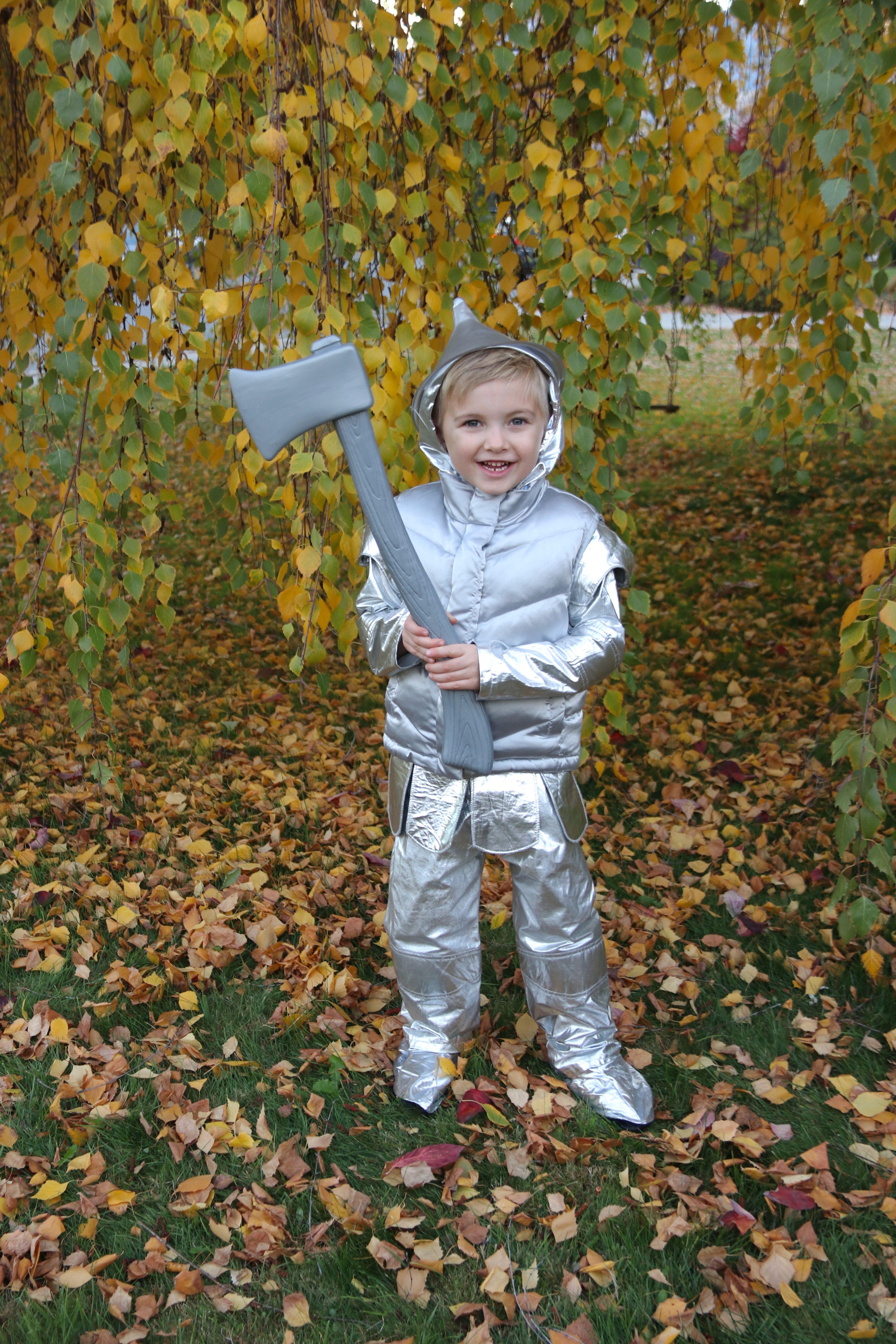 Family wizard of oz costumes diy tin man costume yes you can it made perfect sense that elliott would be the tin man in our wizard of oz crew he is our most passionate and compassionate child solutioingenieria Images